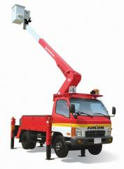 Electric insulated aerial lifting trucks