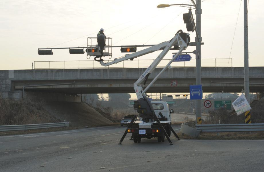 aerial_lift_truck_horyong_sky_210a_south_korea