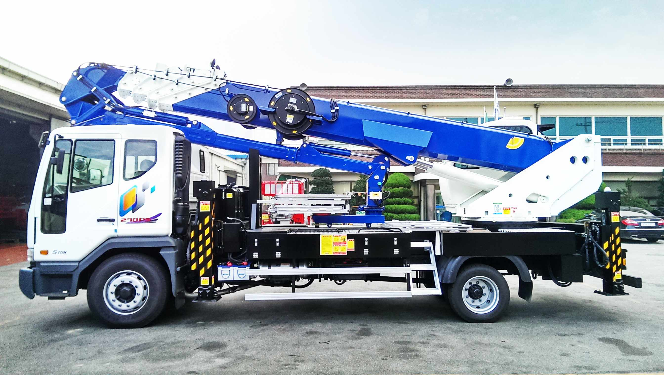aerial_lift_truck_sky_400kr_south_korea